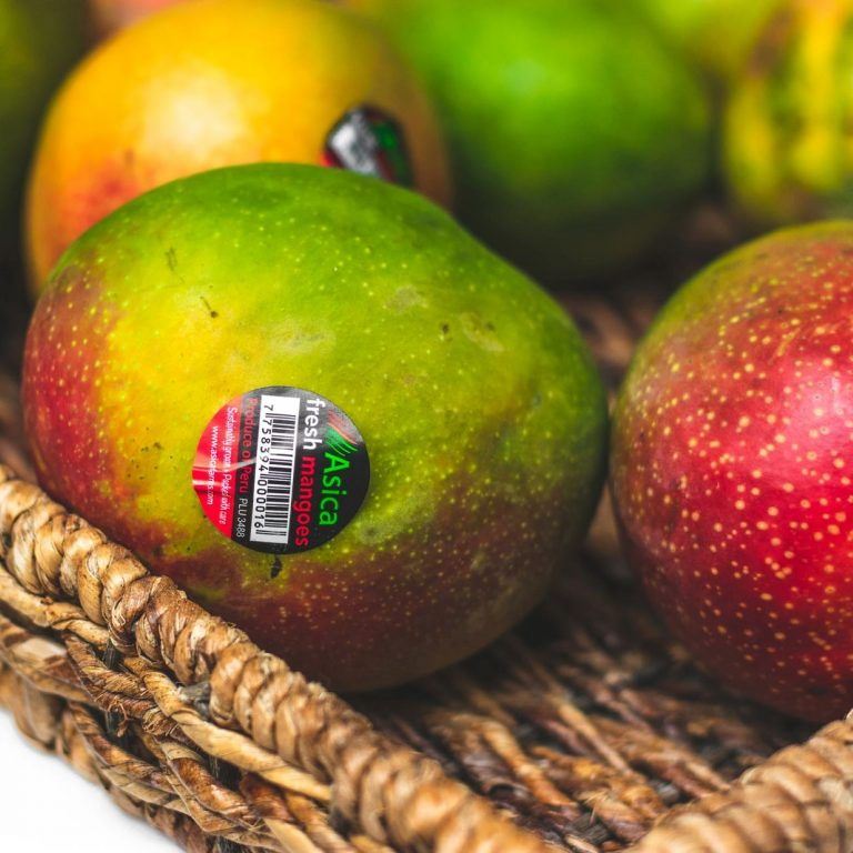 Man steals two mangoes