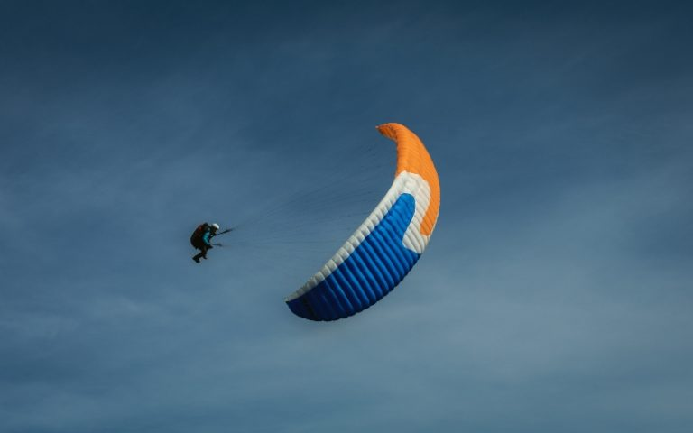 Six men Asian injured Fujairah UAE Weather rain winds Khor Fakkan Parachute