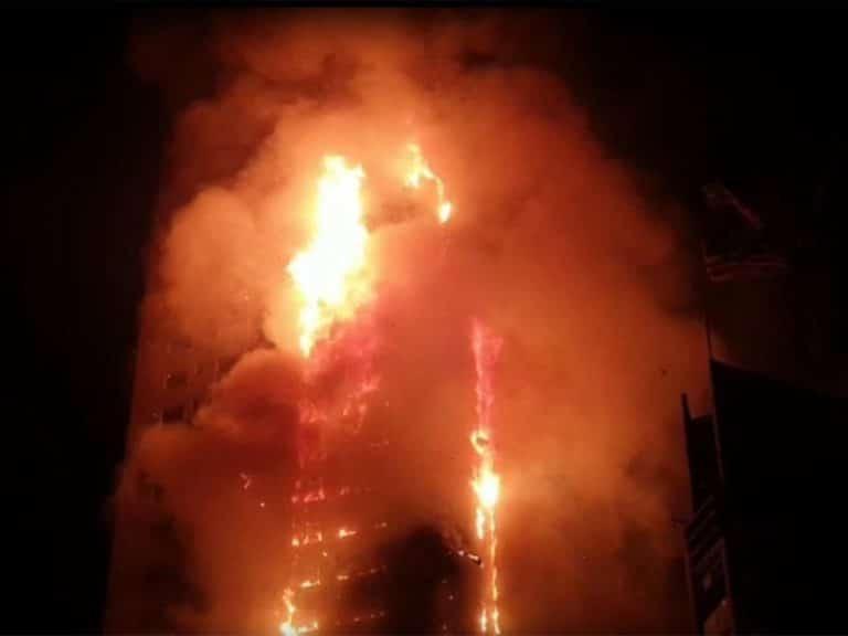Massive fire breaks out in Sharjah