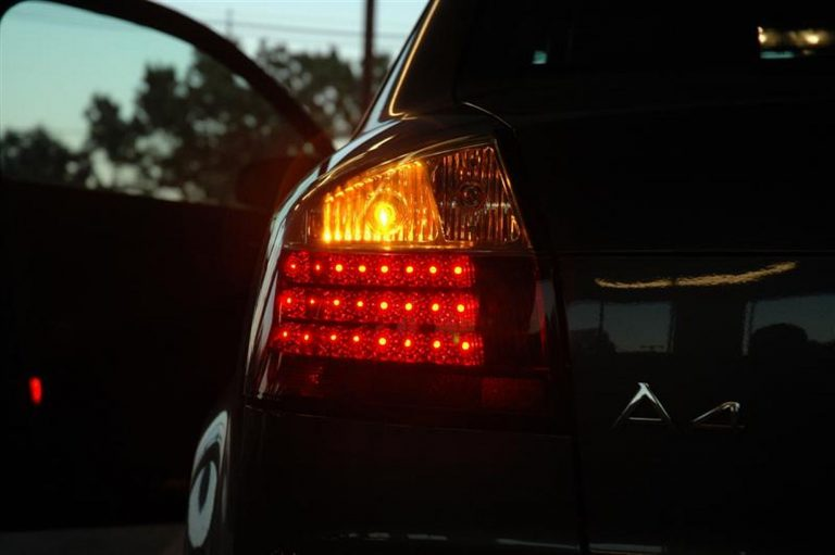 Abu Dhabi drivers can be fined AED400 for not using indicators