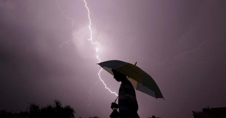 Lightning strike kills 11 tourists taking Selfies in India
