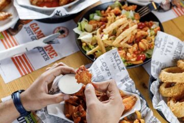 Win AED500 vouchers from Original Wings & Rings